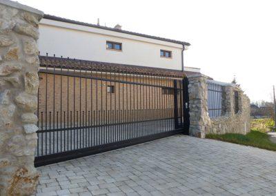 Samonosná vstupná posuvná brána