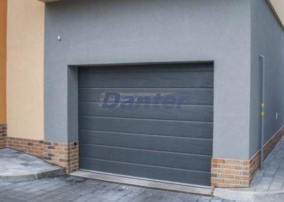 Sekcionálna garážová brána 1